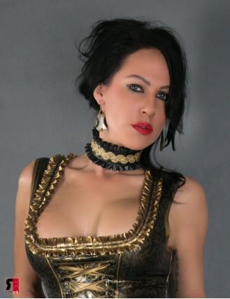 Latex Halsband mit Rüschen