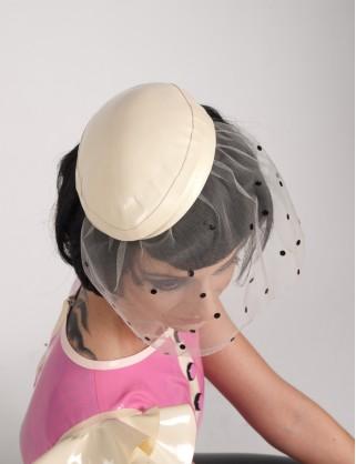 Latex Retro Hut mit Schleier