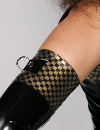 Latex Armstulpen mit D-Ringen