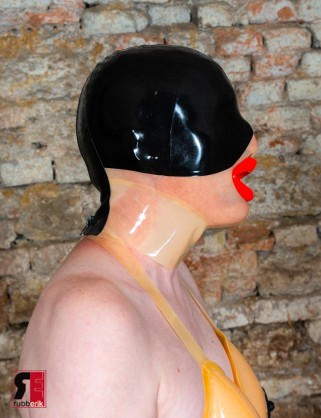 Latex Maske Submissive Executioner