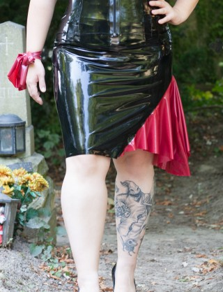 Latex Rock mit Volanteinsatz